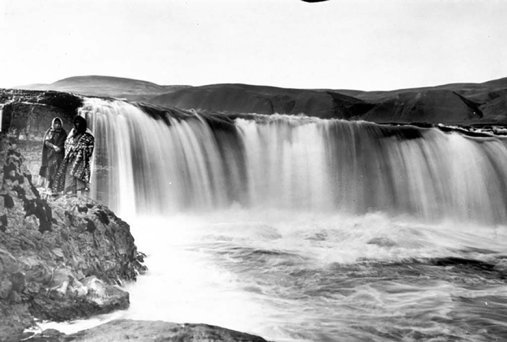 Celilo Falls disappears in hours after The Dalles Dam ...